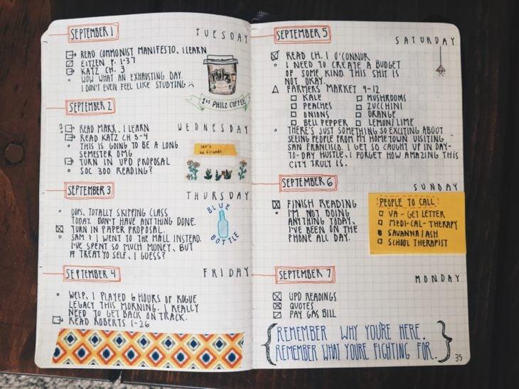 Apuntes organizados e inspiradores. Agenda hecha a mano con imágenes y frases motivacionales y listas de pendientes por hacer