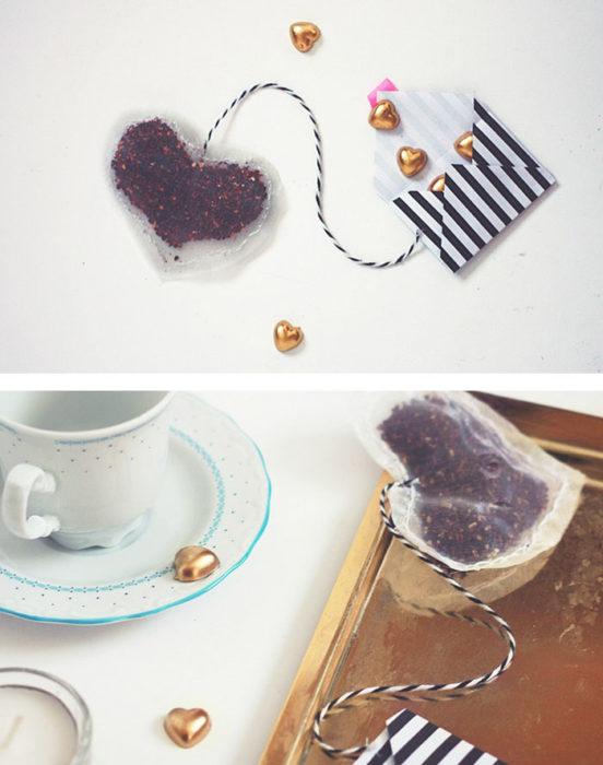 bolsa de té con forma de corazón
