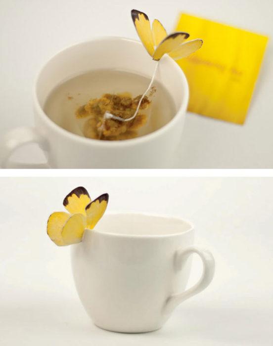 bolsa de té con una mariposa