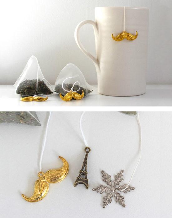 Bigotes en la taza de té