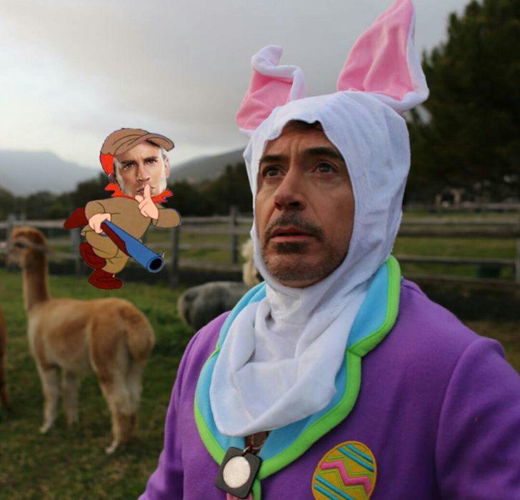 Batalla de Photoshop a Robert Downey Jr vestido de conejo donde está el capitán américa apuntándolo con una escopeta