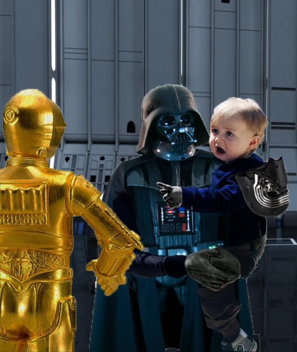 bebé sorprendido en brazos de Darth Vader señalando a un robot