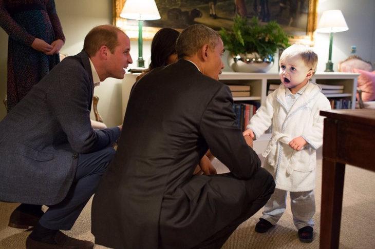 bebé sorprendido frente a Barac Obama