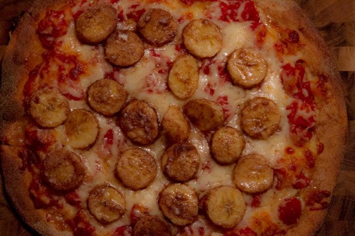 PIZZA DE PLATANO CON PEPERONI