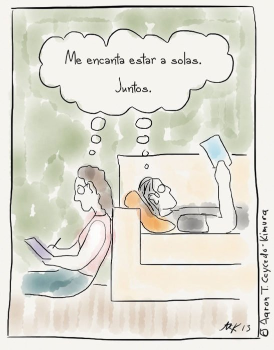 pareja leyendo juntos