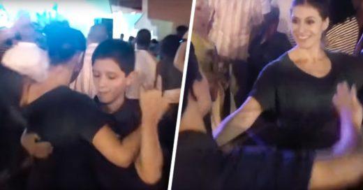 Chico deslumbro a una mujer al invitarla a bailar salsa