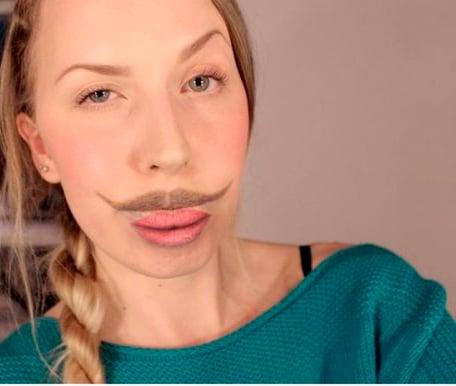 bigote maquillado