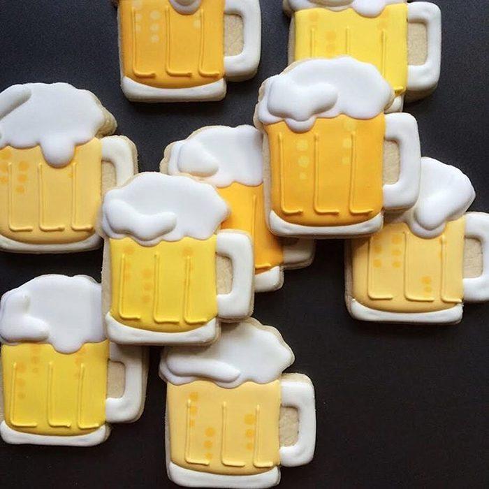 galletas en forma de divertidos tarros de cerveza