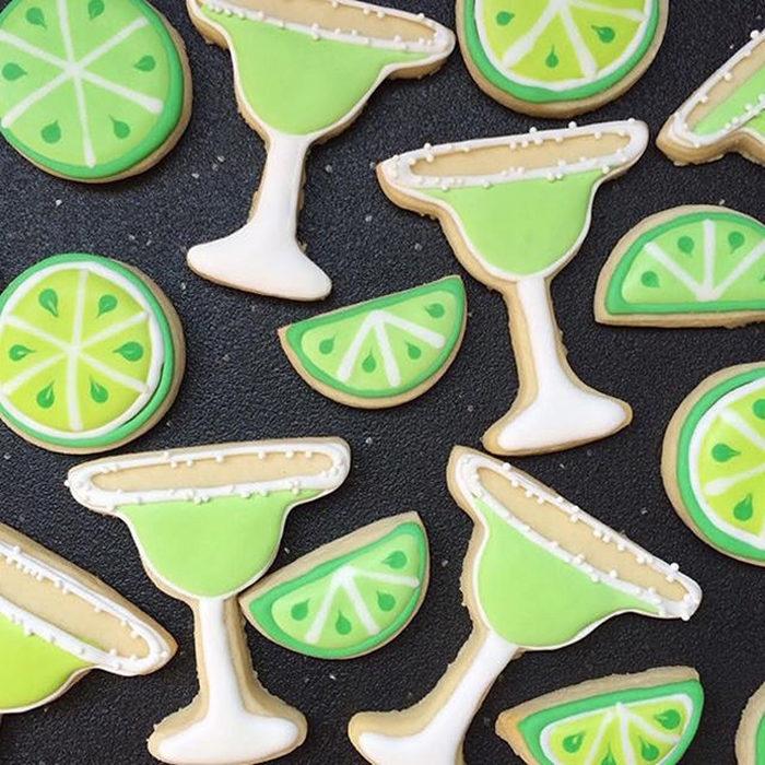 galletas en forma de limones y copas