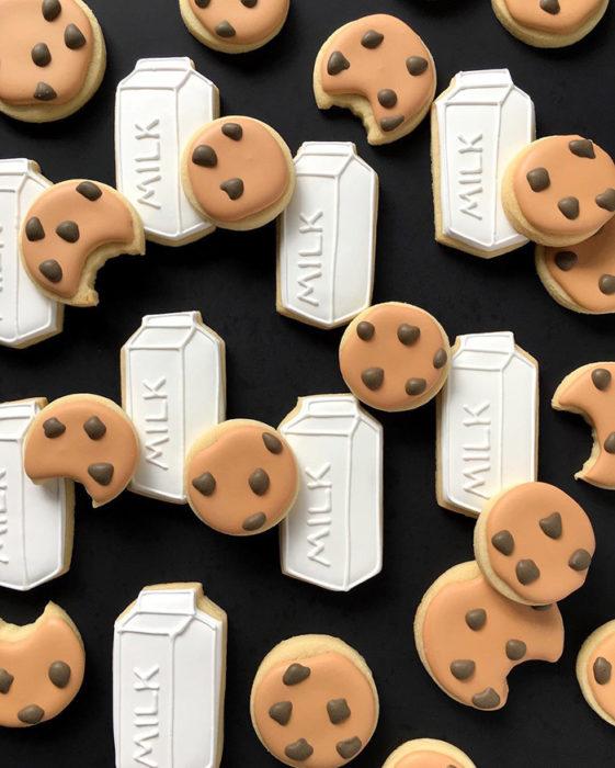 galletas en forma de galletas de chocolate y leche