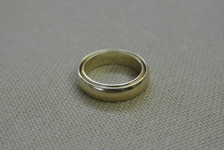 anillo encajado perfecto dentro de otro