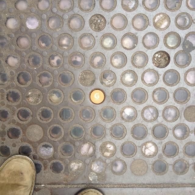 tapa de Gatorade encajado perfecto en el suelo