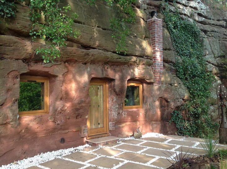 Hombre convirtió una cueva de 700 años en una casa de ensueño