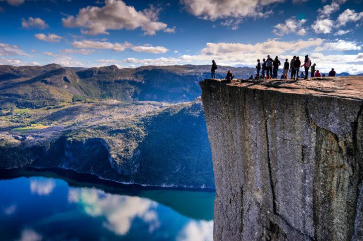 Borde de Preikestolen en Noruega