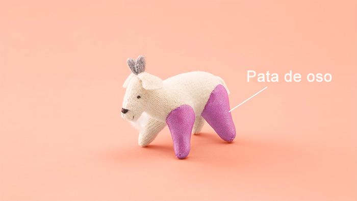 cabra de peluche con dos patas de oso en color rosa