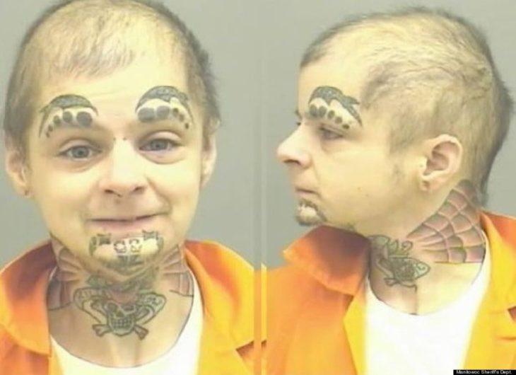 hombre preso con cara de niño pero maldad del demomnio