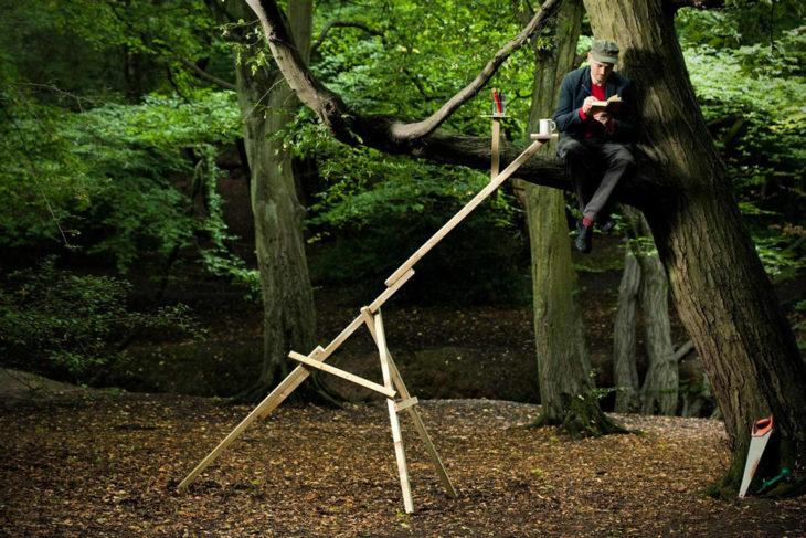 mesa plegable ideal para cuando estas sobre la rama de un árbol