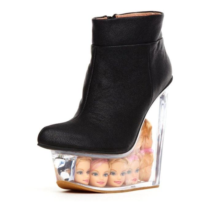 zapatillas con cabezas de barbie en el tacón