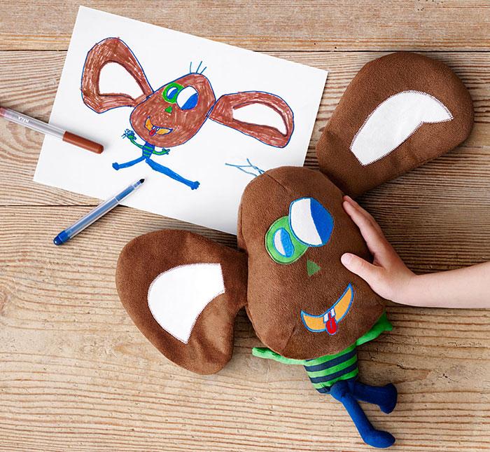ratoncito de peluche diseñado por un niño