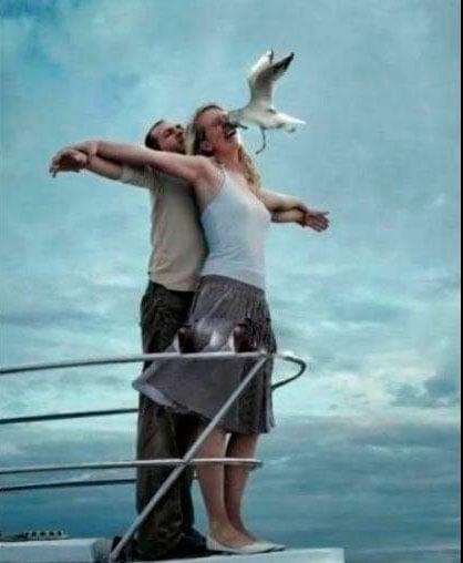 pareja que intento repetir la escena de titanic pero fracaso