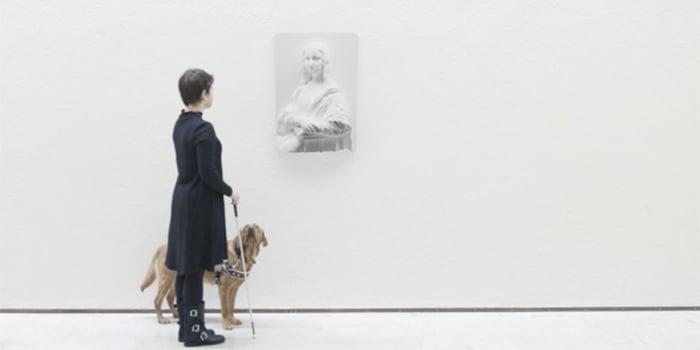 MUJER CIEGA PARTICIPANDO POR PRIMERA VEZ EN EL MUSEO