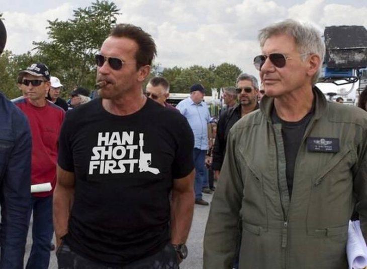 actores Arnold Schwarzenegger y Han Solo juntos en una filmación