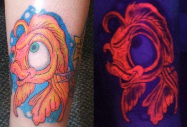 tatuaje de un pez que brilla en la oscuridad