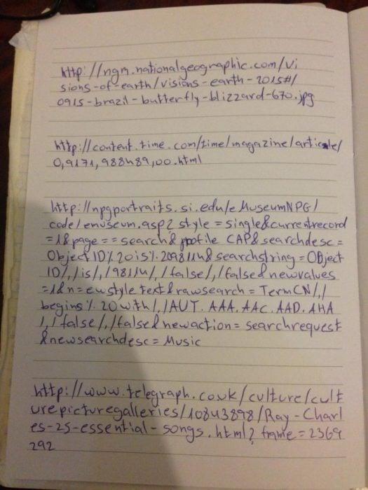 Libreta de abuela en donde tiene anotados los links de sus páginas web favoritas