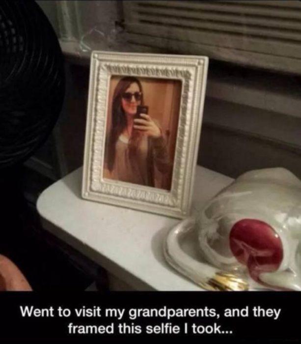 Abuelos imprimieron la selfie de su nieta