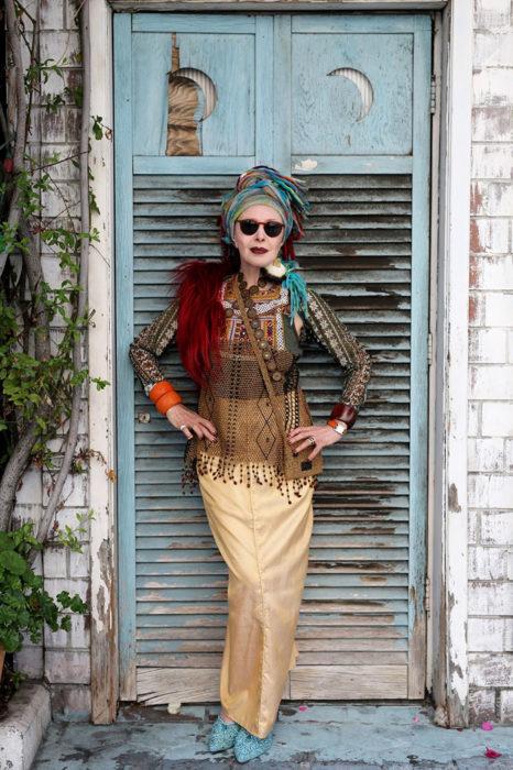Mujer de +60 años con mucho estilo