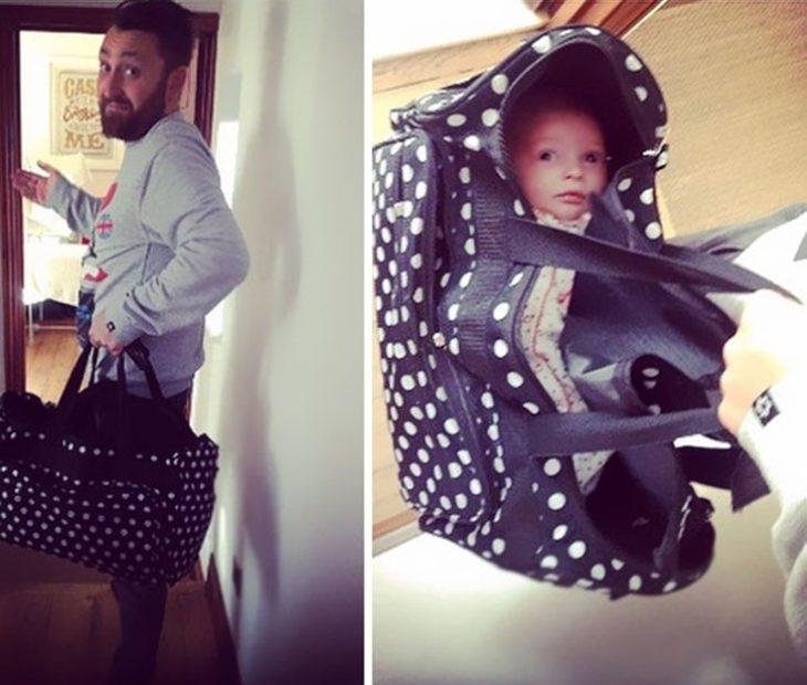 Hombre lleva su bebé en una maleta lista para sallir