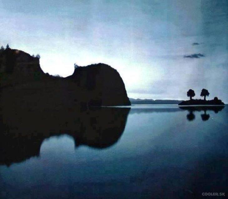 Imagen de dos islas que hacen la ilusión de un violín