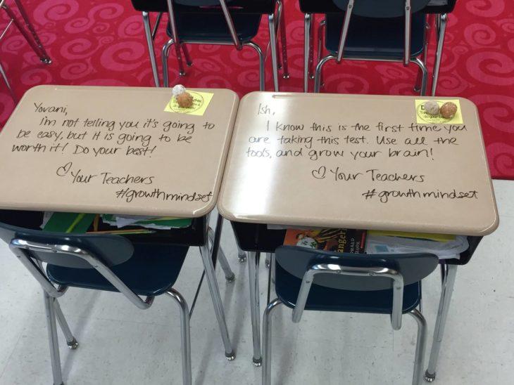Frases motivadoras que maestra dejó en pupitres de sus alumnos