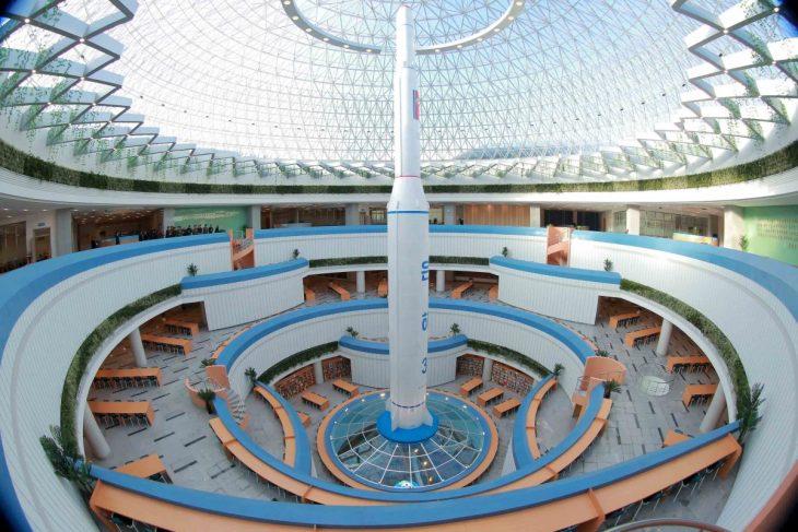 edificio de ciencia norcoreano por dentro