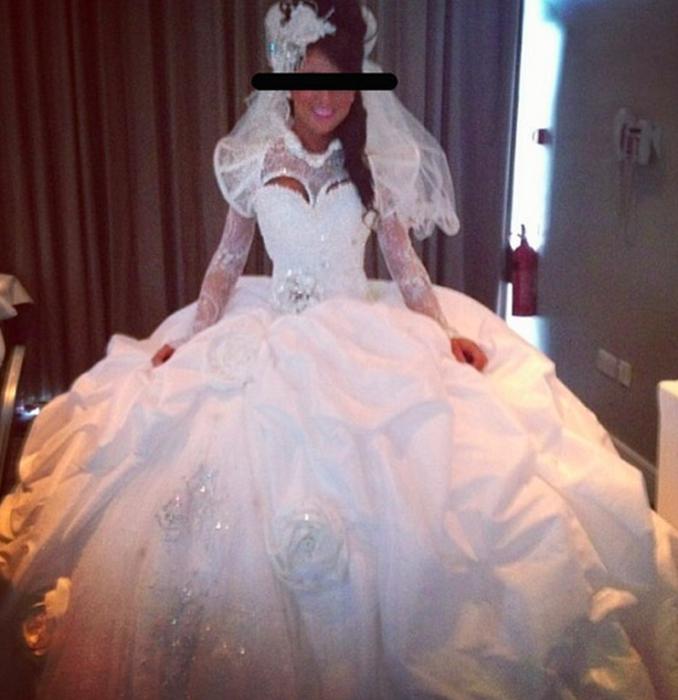 Vestido de novia con demasiados detalles