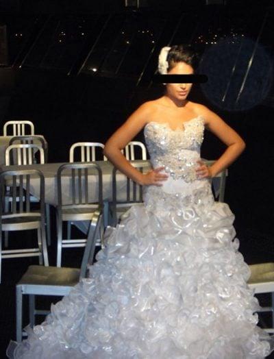 Vestido de novia con muchos detalles