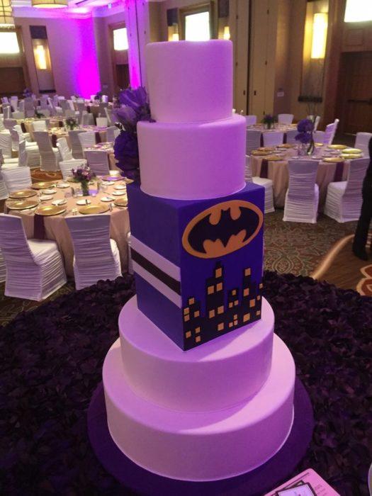 pastel de batman mitad mitad boda