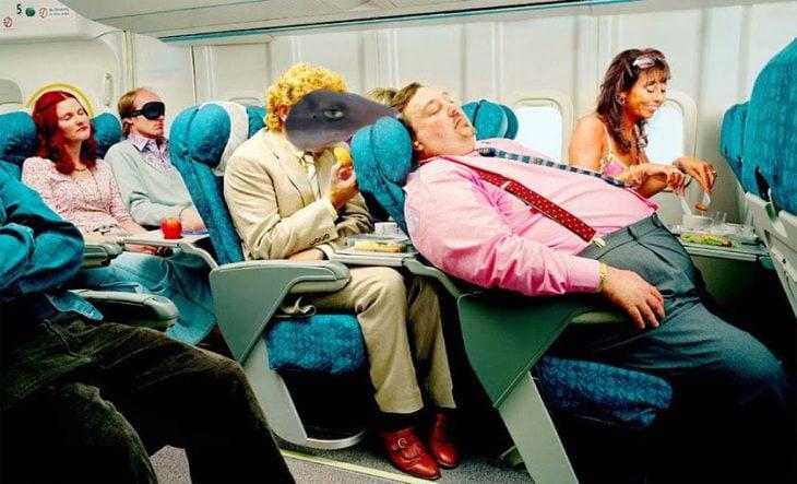 aburridos en el avión