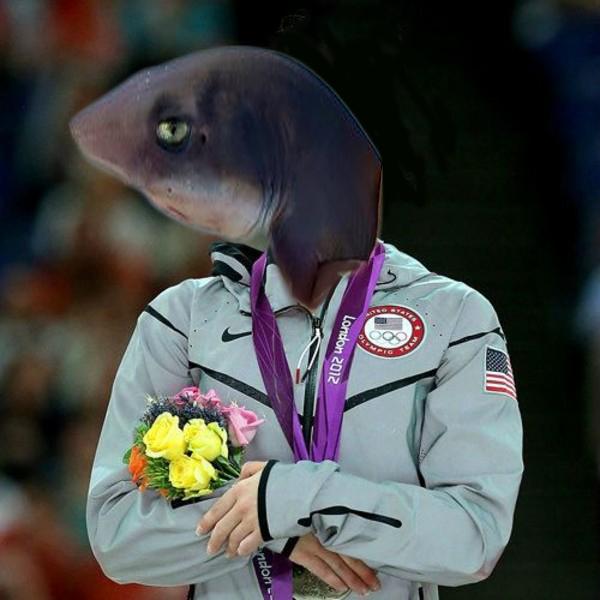 tiburon imitando a la estadounidense enojada