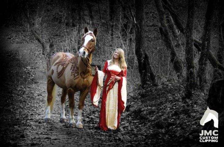 caballo con su princesa en una sesión bastante épica