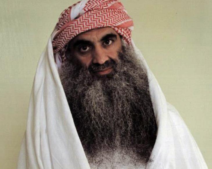 Osama con turbante rojo