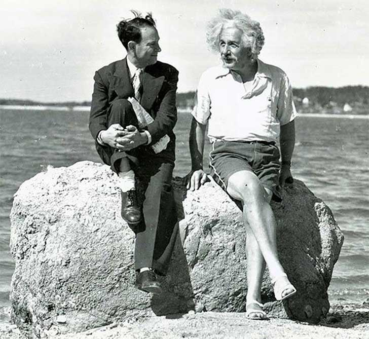 EINSTEIN EN LA PLAYA DE LONG BEACH
