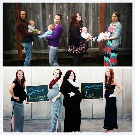 Amigas con pizarras de embarazo