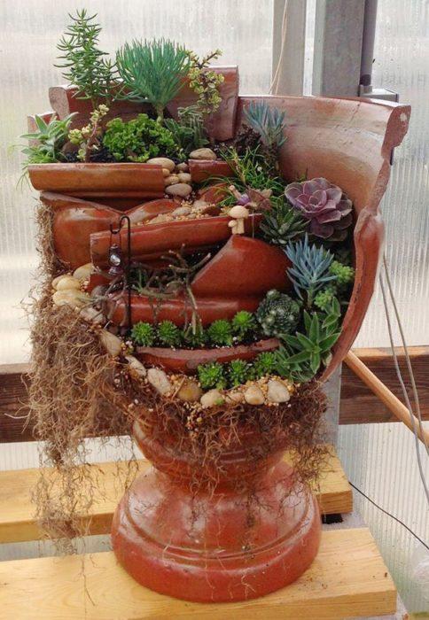 jardín miniatura de maceta rota 10