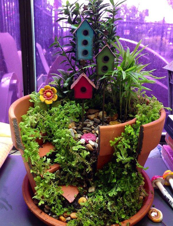 Jardines miniatura hechos de macetas rotas vas a querer uno for Jardines pequenos con piedras y macetas