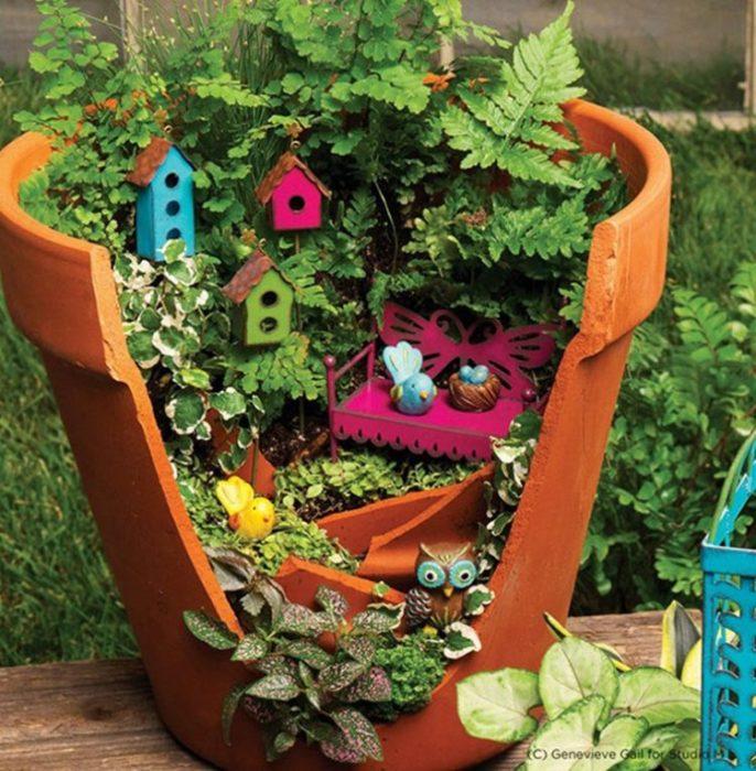 jardín miniatura de maceta rota 18