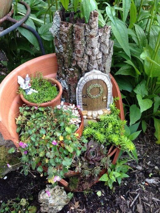 jardín miniatura de maceta rota 11