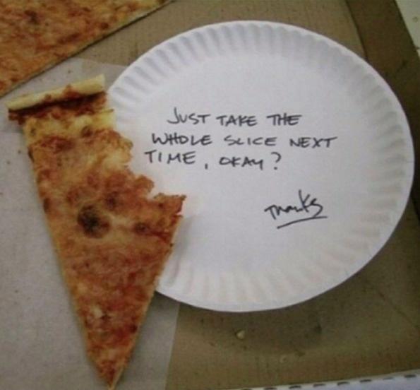rebanada de pizza mordida