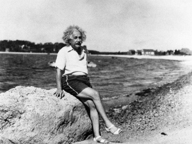 Einstein en la playa