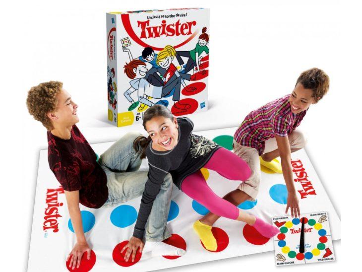 Niños jugando Twister